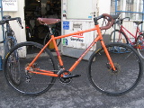 nopeannäköinen oranssi cyclocrossari